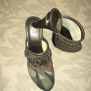 MICHAEL Michael Kors Camo/Br Leather Clogs 7.5
